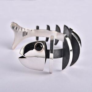 Jewelry - Gorgeous Onyx & 925 Fish Bone Cuff